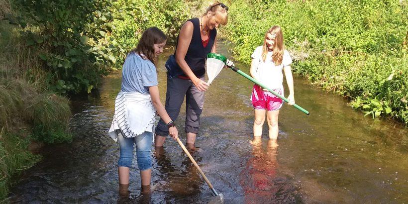 Keschern im Fluss